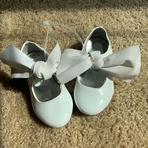 Kenneth Cole white patent leather baby shoes